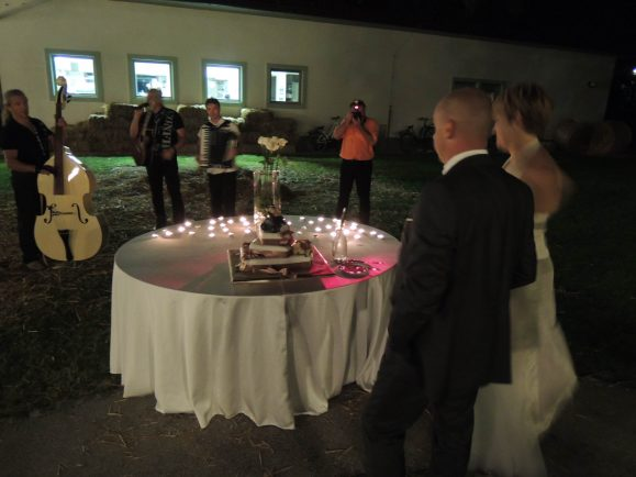 DSCN23481 579x434 - My cousin gets married
