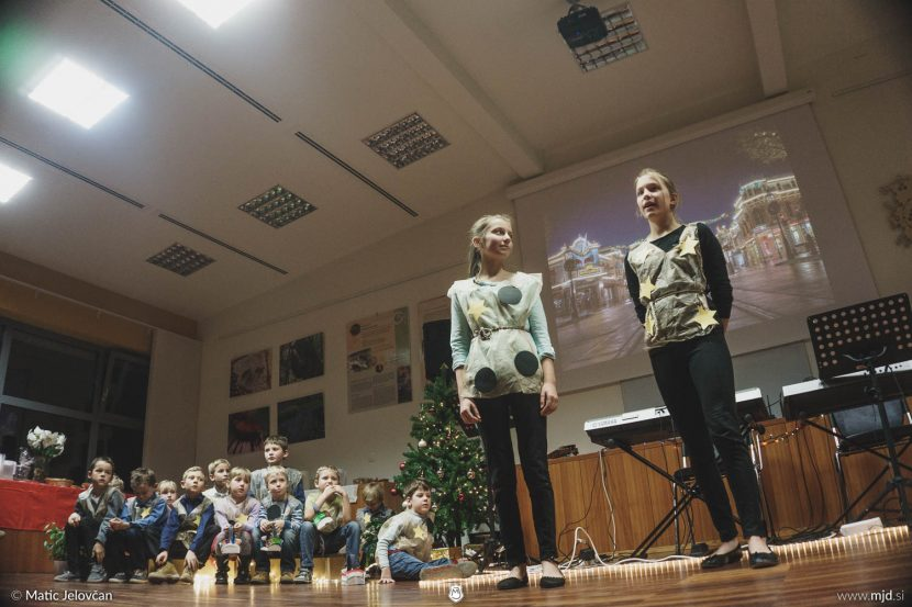 "20161211 182608 DSC02332 fullsize 830x553 - ""Poseben Si"" Christmas Children's show in Radovljica"