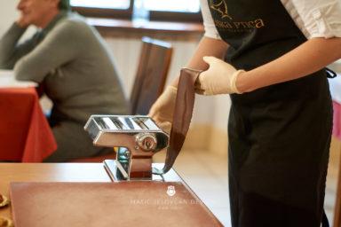 "18 5 24 12 14 00 DSC07672  JPEG web 384x256 - Culinary Innovation: ""Chocolate žlikrofi"""