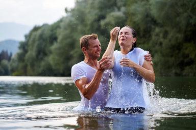 18 9 8 15 37 45 DSC03971  JPEG web 384x256 - 5 Baptisms