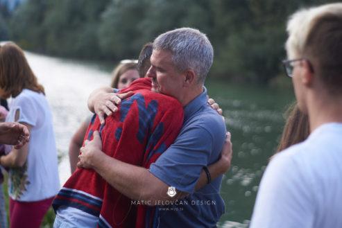 18 9 8 15 40 05 DSC04007  JPEG web 493x329 - 5 Baptisms