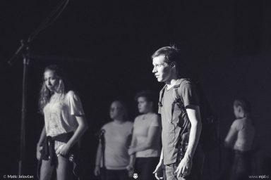 "20160806 DSC09955 384x256 - ""Alien"", Performing Arts Camp 2016 Show"