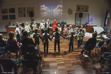 "20161211 181038 DSC02153 fullsize 384x256 - ""Poseben Si"" Christmas Children's show in Radovljica"