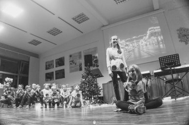 "20161211 181543 DSC02226 fullsize 385x256 - ""Poseben Si"" Christmas Children's show in Radovljica"