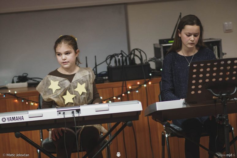 "20161211 183030 DSC02372 fullsize 773x516 - ""Poseben Si"" Christmas Children's show in Radovljica"