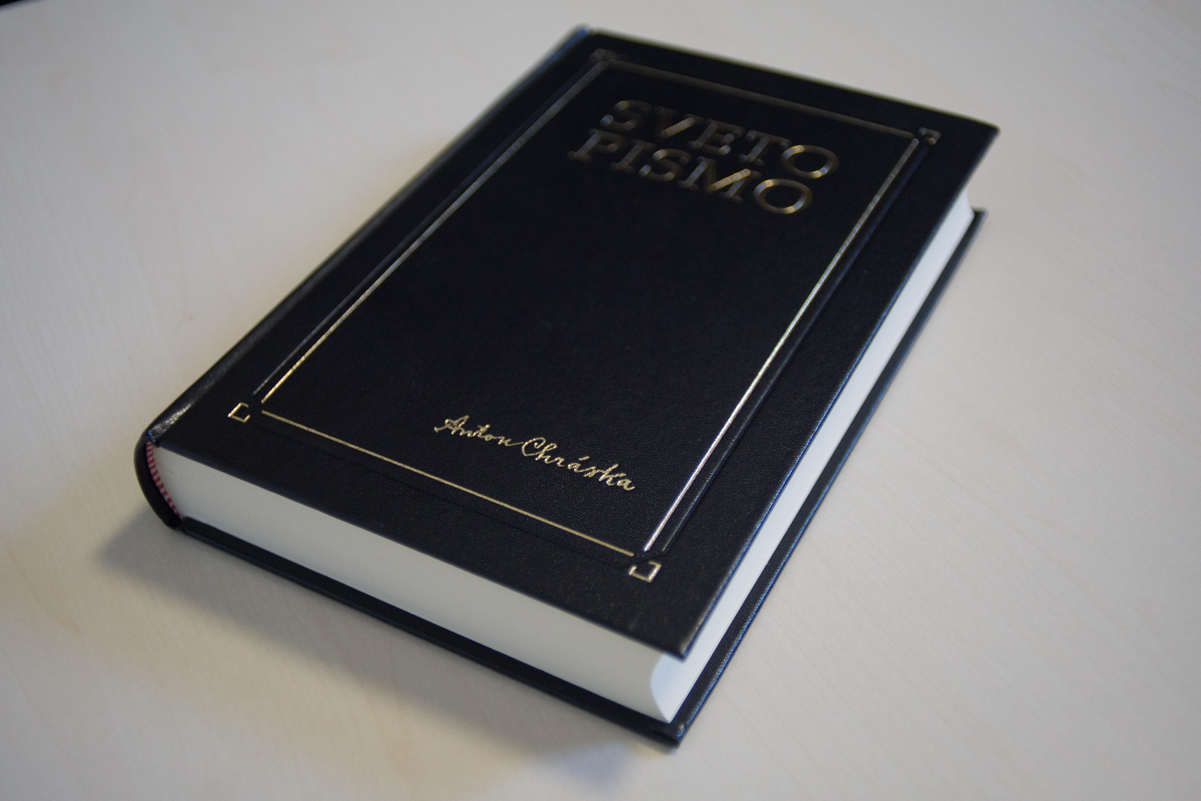 """112448 DSC01391 10mp - """"New"""" Chráska Bible in Slovene"""
