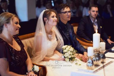 2017 10 07 15.56.52DSC09913 0 1 Web wm 384x256 - Laura & Paul's International Wedding