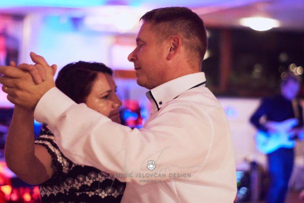 2017 10 07 21.16.15DSC01511 0 Web wm 610x407 - Laura & Paul's International Wedding