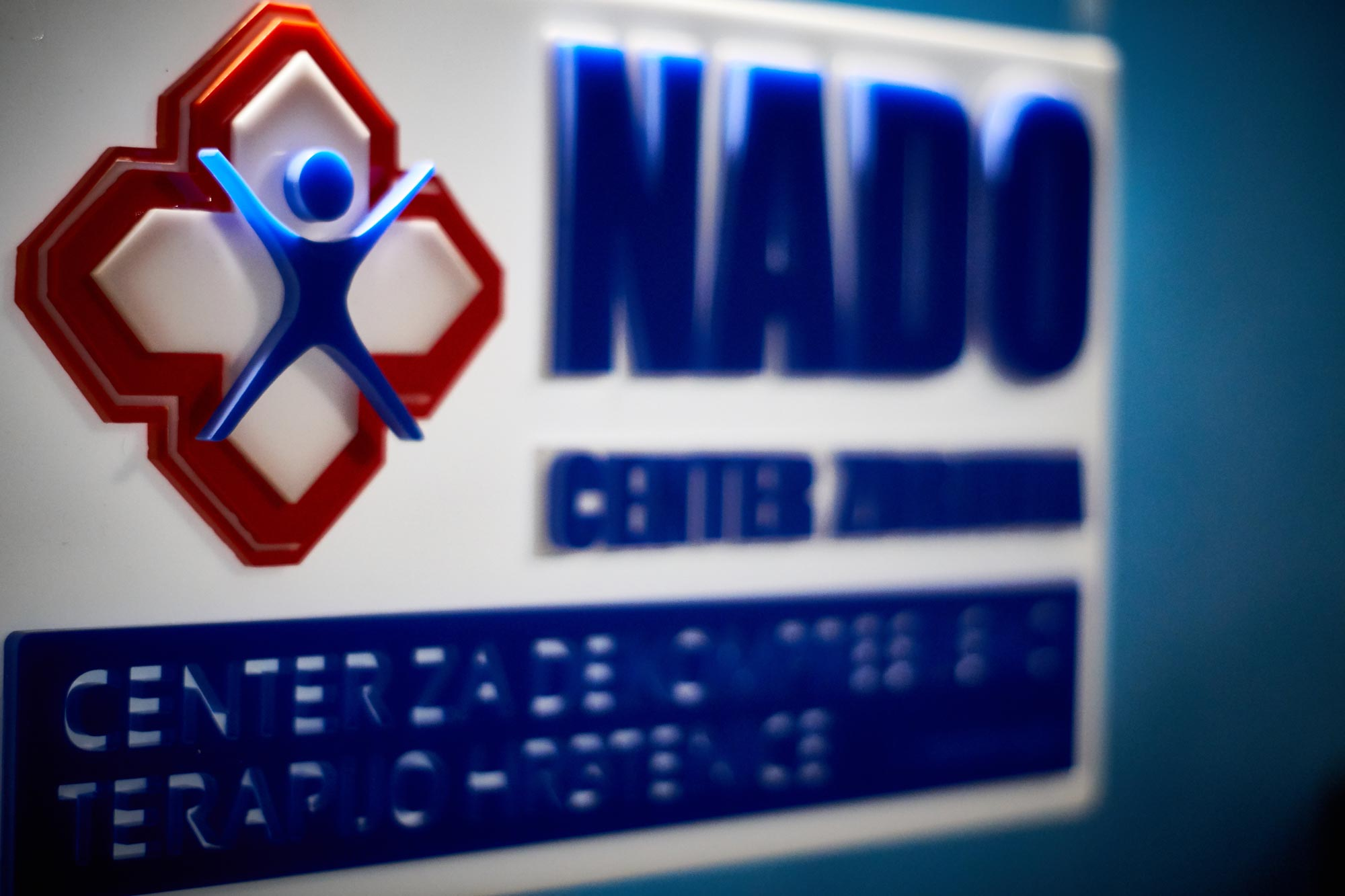 19 3 13 0003 full  MJD - 3D znak za NADO center iz pleksi stekla