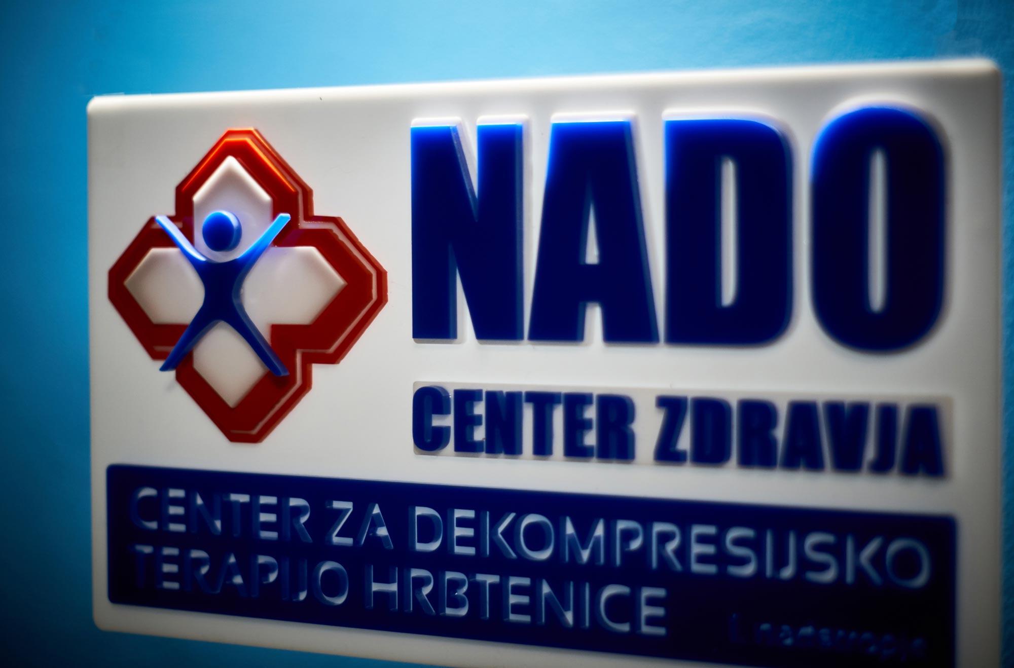19 3 13 0004 full  MJD - 3D znak za NADO center iz pleksi stekla