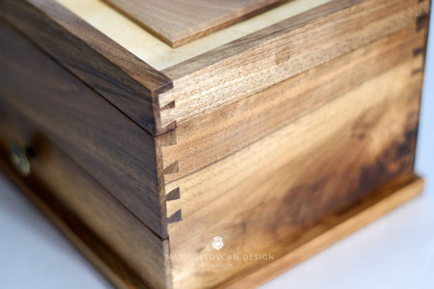 19 4 20 0038 web  MJD 611x407 - Dovetailed Jewelry Box