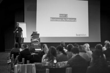 "19 9 28 0090 web  MJD 385x256 - Ninth Seminar ""Successful Business Life"""