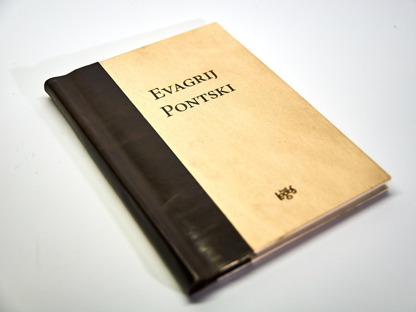 DSC2565 1 - Lesena knjiga